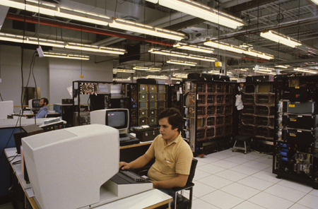 16a Man on the testing floor with IBM 3033 Matthews 450 px.jpg