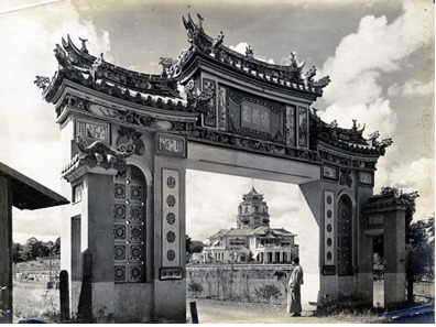 Chinese Palace as seen through gateway